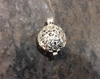 Round silver Filigree Diffuser locket pendant charms Opens and Closes beautiful quality