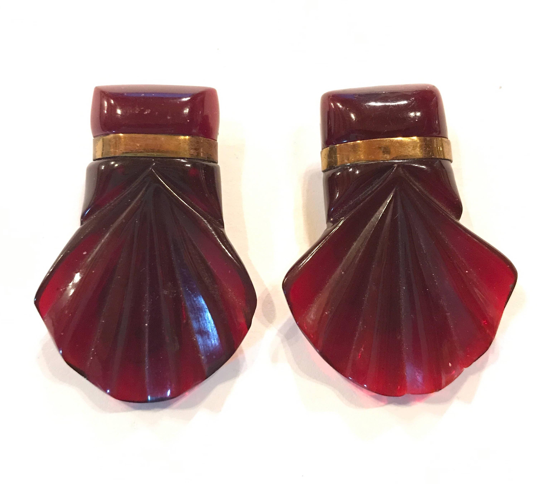 Paar Art Deco geschnitzt Kirsche Bernstein Bakelit Kleid Clips