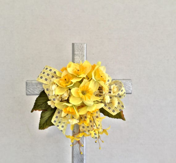 Cemetery flowers, grave decoration, memorial cross, flowered cross, Floralmemorials,