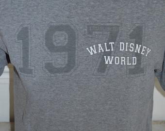 Vintage Walt Disney World Est. 1971 Graphic T-Shirt (Size: M)