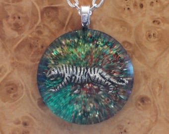 Rainbow Green Forest Tiger Spirit Animal Totem Soul-Antennas Crystal Orgone Energy Pendant Necklace 25mm Unisex Courage Strength Wisdom