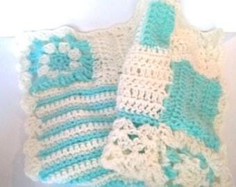 Baby blanket blanket crocheted in Ecru and green light aqua