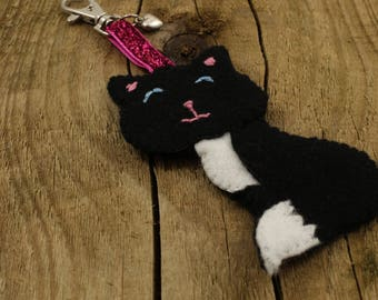 Black cat keyring, black felt cat bag charm, felt accessory, cat book bag dangle, cat lover gift, black felt keyring, kitten keyring, kitty