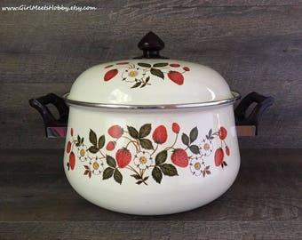 Sheffield Strawberries 'n Cream Stockpot w/Lid. Large Dutch Oven. 7 Quart. Almost Mint Condition. Vintage Enamel Cookware. Enamel Stock Pot