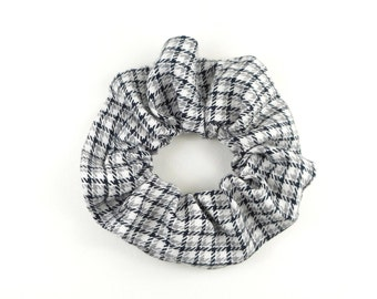 Scrunchie - checkered grey black and white
