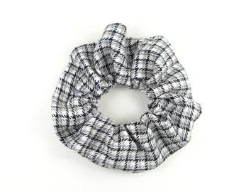 Scrunchie - checkered grey black and white