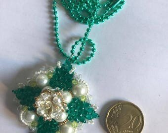 Necklaces with camomile in Peyote