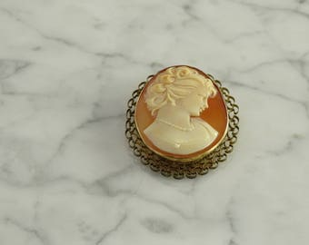 Antique Cameo Brooch / Pendant / 14K Gold Frame