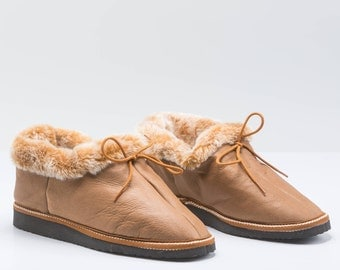 Overland beige sheepskin slippers for women. Real fur slippers, genuine fur shoes. Sheepskin slippers, fur slippers, shearling fur shoes.