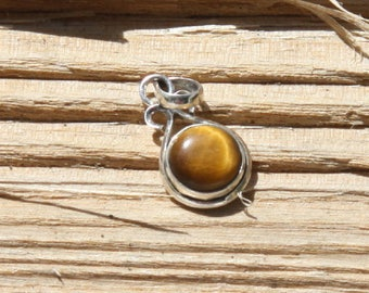 Oval pendent in silver 925, tiger eye, semi precious stone.