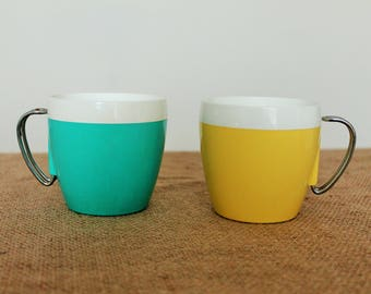 Vintage Thermo Serve Coffee Mugs Metal Handle Picnic Camping retro Mid Century Yellow and Turqouise Blue