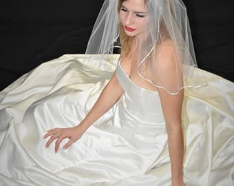 "22"" Past Shoulder Length Wedding Veil with 1/8"" Satin Ribbon Edge"