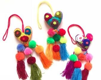 Mexican pom pom, Heart pom pom, Pom pom bag charm, Pom pom tassel, Pom pom charm, Pom pom keychain, Mexican tassel, Mexican pom pom garland