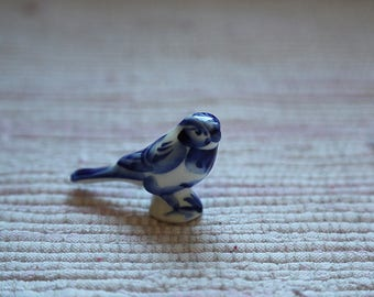 Small porcelain bird traditional Russian ornament Gjel (Гжель)