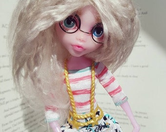 "OOAK doll, Monster High Draculaura, repaint + wire ""glasses"" + hairband + bracelet + Straw blonde wig"