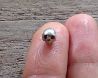6mm Natural Silver / Gray Freshwater Carved Pearl Skulls Bead Beads Gemstone Pearls Skull Stone Momento Mori Charm grey