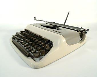Vintage Typewriter / Mechanical Retro Typewriter / Gray Working Typewriter / 70s Typewriter With Case / Typing Machine / Tops M1