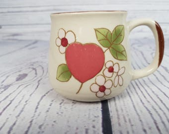 Vintage 70s Heart and Flowers Stoneware Ceramic Mug Coffee Cup Novelty Retro Decor Break Time Tea Hot Beverages Festival Korea