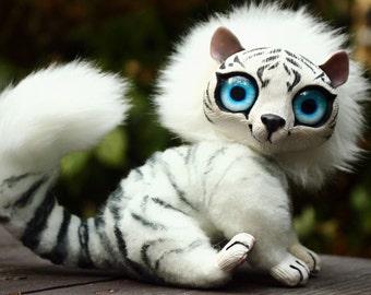 White tigon cub