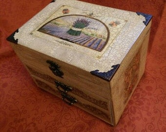 Box for storing jewelry