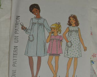 """Vintage 70s Simplicity 7508  Childs Robe Nightgwn and Shorty Pajamas Sewing Pattern - UNCUT  - Size 4 Breast 23"""""""