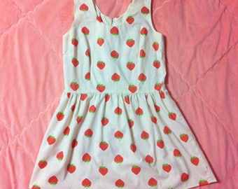 1960s Vintage Strawberry Print Dress / 60s Vintage Novelty Print Strawberry Dress