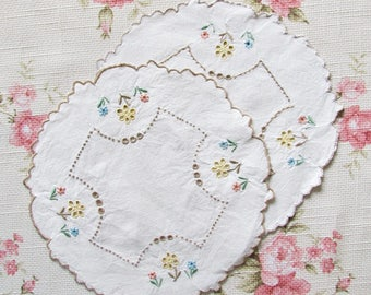 Set of 2 embroidered doilies