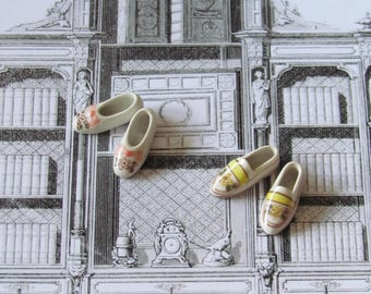 2 pairs of tiny porcelain shoes 23mm