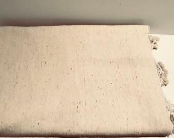Couvre lit tissé main / Handwoven Blanket  / 300 x 200 CM