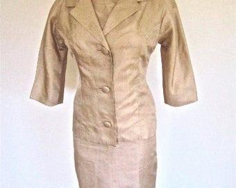 M 60s 2pc Suit Dress Set Jacket Wiggle Sheath Cocktail Bombshell Mid Century Gold Champagne Petite