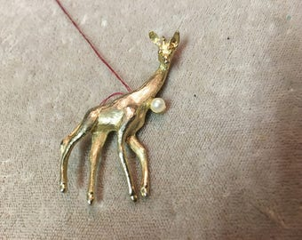 Vintage giraffe pin with pearl