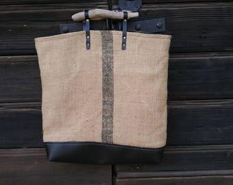 Tote bag in Burlap and wood handles