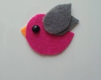 petit oiseau en feutrine rose fuchsia et gris   45**35mm
