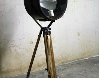 Russian flood light ont wooden tripod