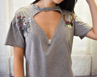 Embroidered Choker T-shirt
