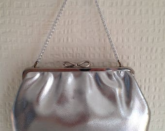 80's Silver evening pretty bow style snap-fastening purse with silver chain
