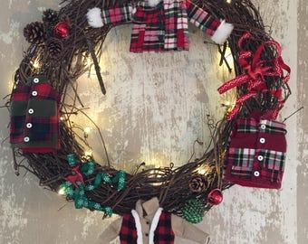 Lighted winter wreath