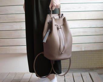 Bucket backpack-warm grey