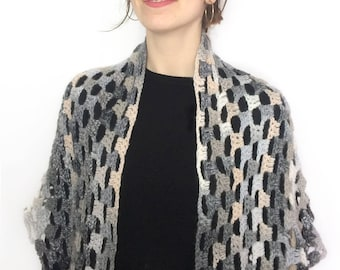 Crocheted shawl / Crochet Scarf / Gray Shawl / Wool Shawl / Chal de ganchillo / Chal gris / Chal en tonos grises / Gray Crochet Shawl