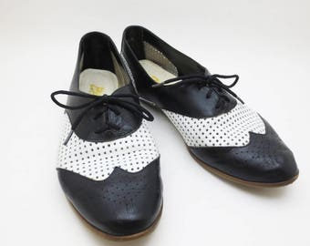 Vintage 80s Spectator Wing Tip Shoes Womens Flats Black White Leather Size 7.5