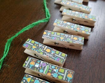 Halloween Clothespin Clips - Set of 12 Chunk Clips with Twine - Science Laboratory Secret Potions - Chemistry Teacher - Jeckyll and Hyde