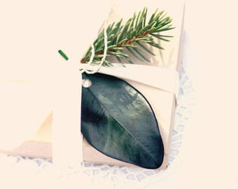 Leaf gift tags, Natural label leaves, Preserved magnolia leaves, Set of 12 tags, GOLD or SILVER pen, DIY gifting, Christmas leaf tags