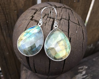 Labradorite Drop Earrings,Silver Drop Earrings,Labradorite Silver Earrings,gift for her, gift under 100,statement drop earrings,green flash