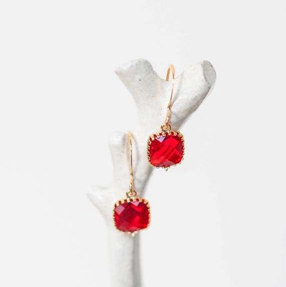 Ruby red Teardrop earrings in gold