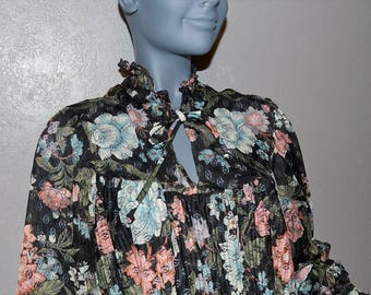 1970s boho its a lehigh Feminine floral print blouse. black floral open weave lace peplum blouse with ruffle. peasant keyhole bow L XL 40