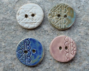 4 Stoneware buttons with lace design in mixed colors  - 4 cm diam