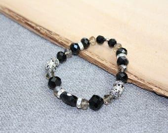 bracelet chic, élastique, bille de crital noir et grise taupe, mariage, métal texturé, petit diamant, strass