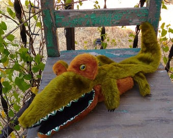 """Adorable Vintage 1970's Faux Fur Alligator Hand Puppet With Green Plastic Reptile Eyes & Zig Zag Ric Rac Teeth measuring 25"""" Long ~"""