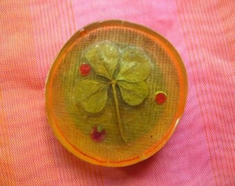 LUCKY CLOVER PIN - 1.5 Inch Brooch with Real Four Leafed Clover Embedded in Clear Resin, Good Luck 4 Leaf Clovers Charm Olive Green Brown