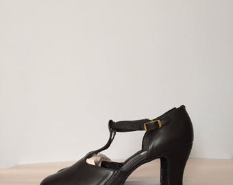 BRIDGET T-strap black leather mary janes   T-bar antiqued heels mary janes   8